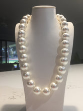 Load image into Gallery viewer, Pearl necklace  52cm
