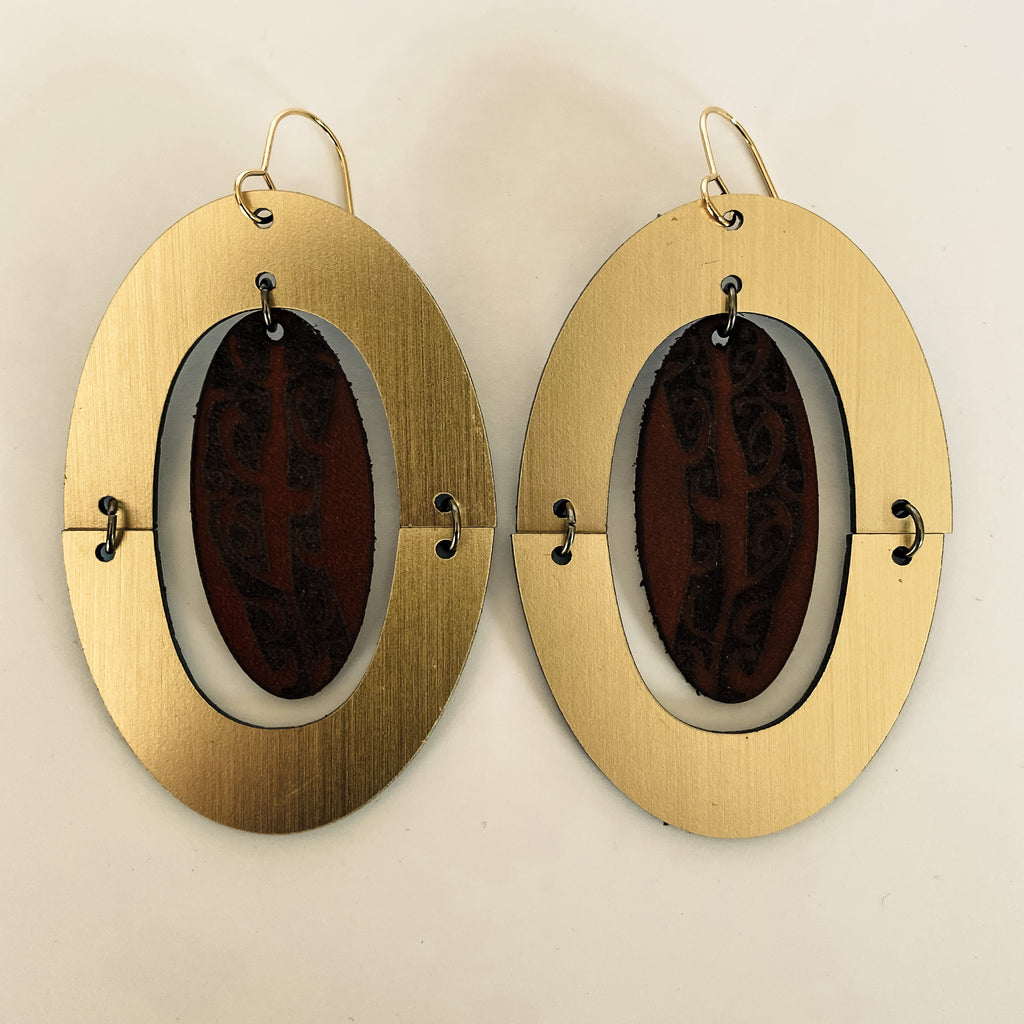 Earrings Gold + Leather, Papatūānuku oval