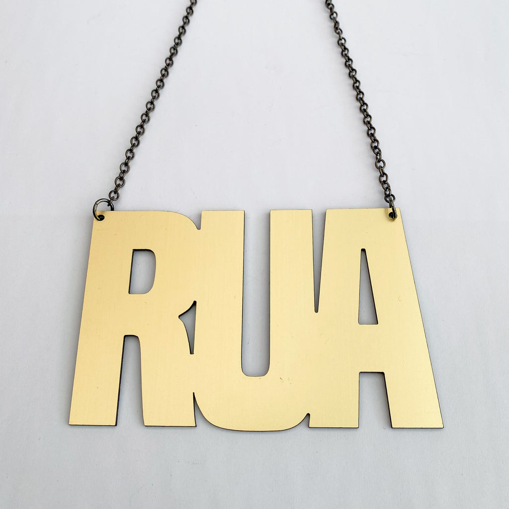 Necklace Gold, Rua