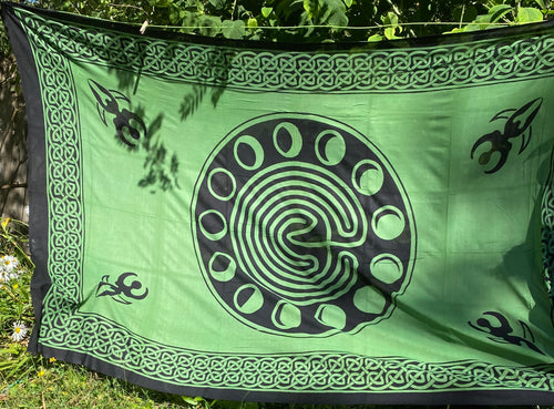 Celtic Earth/Moon Phases Tapestry green and black