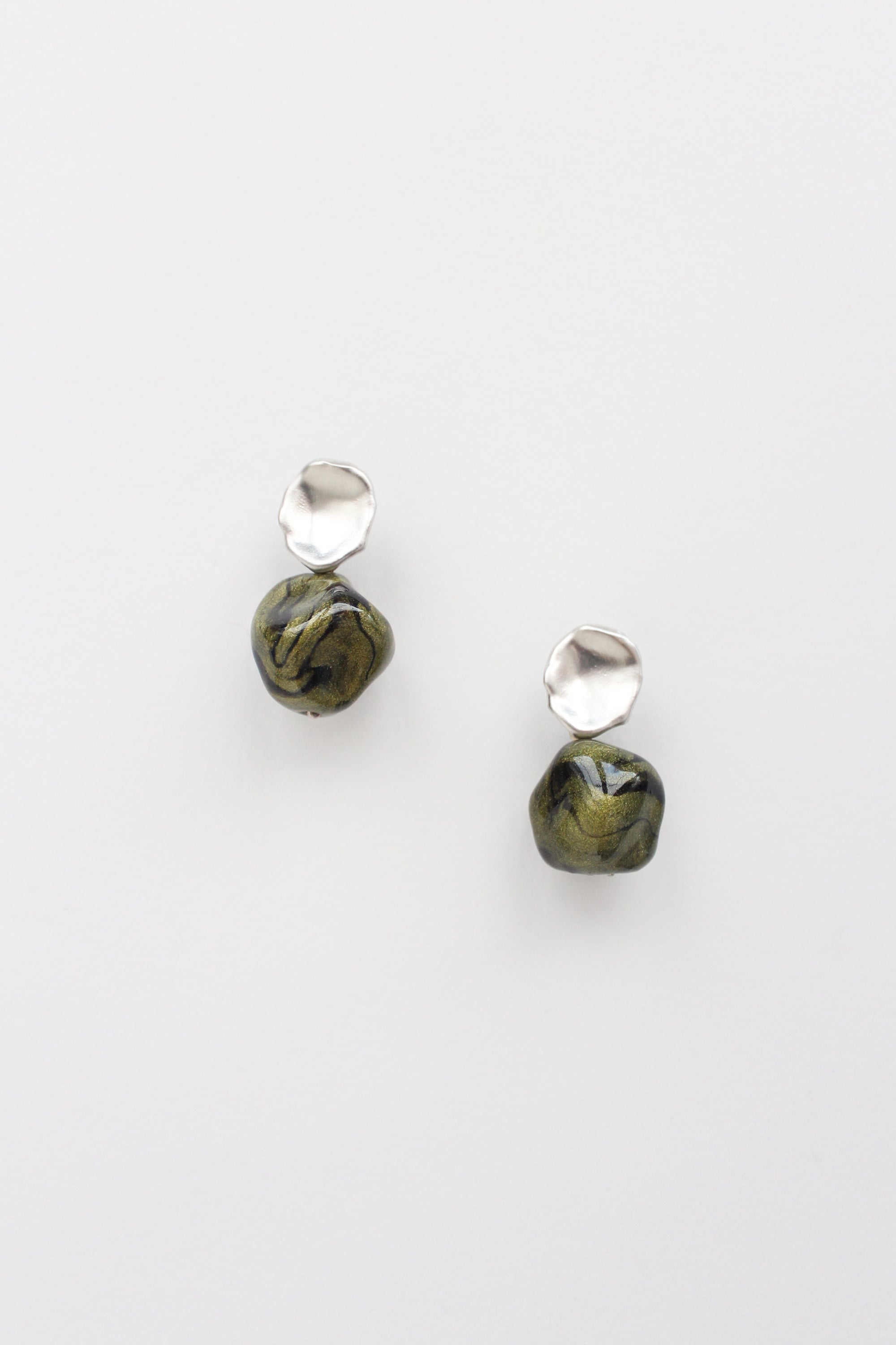 Perla Earrings in Marbled Green