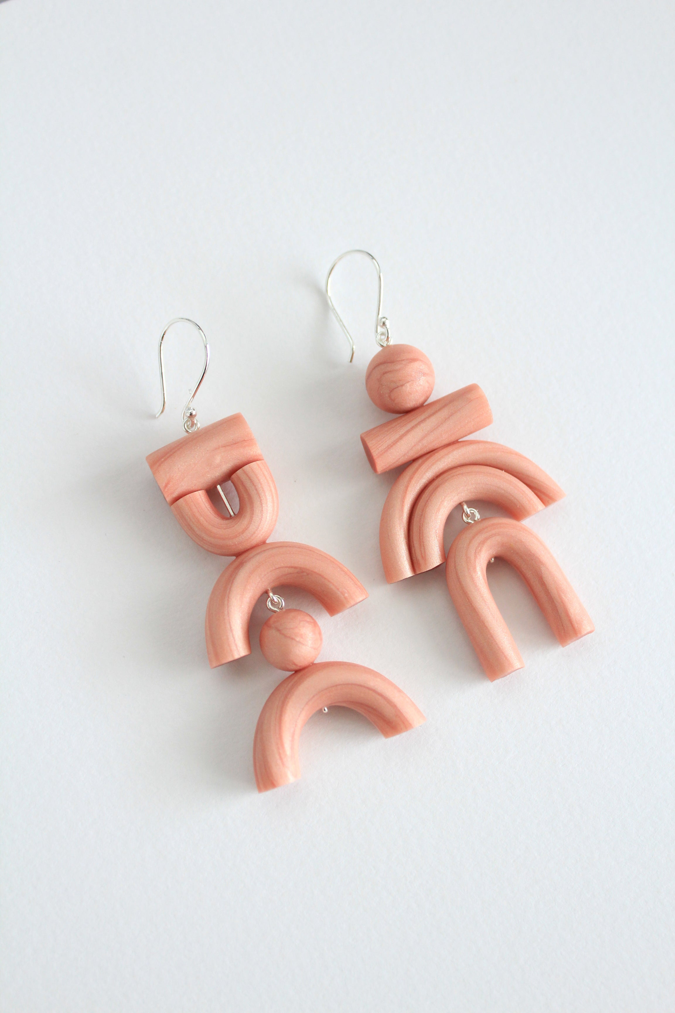 Rookie Earrings in Pearl Salmon Pink