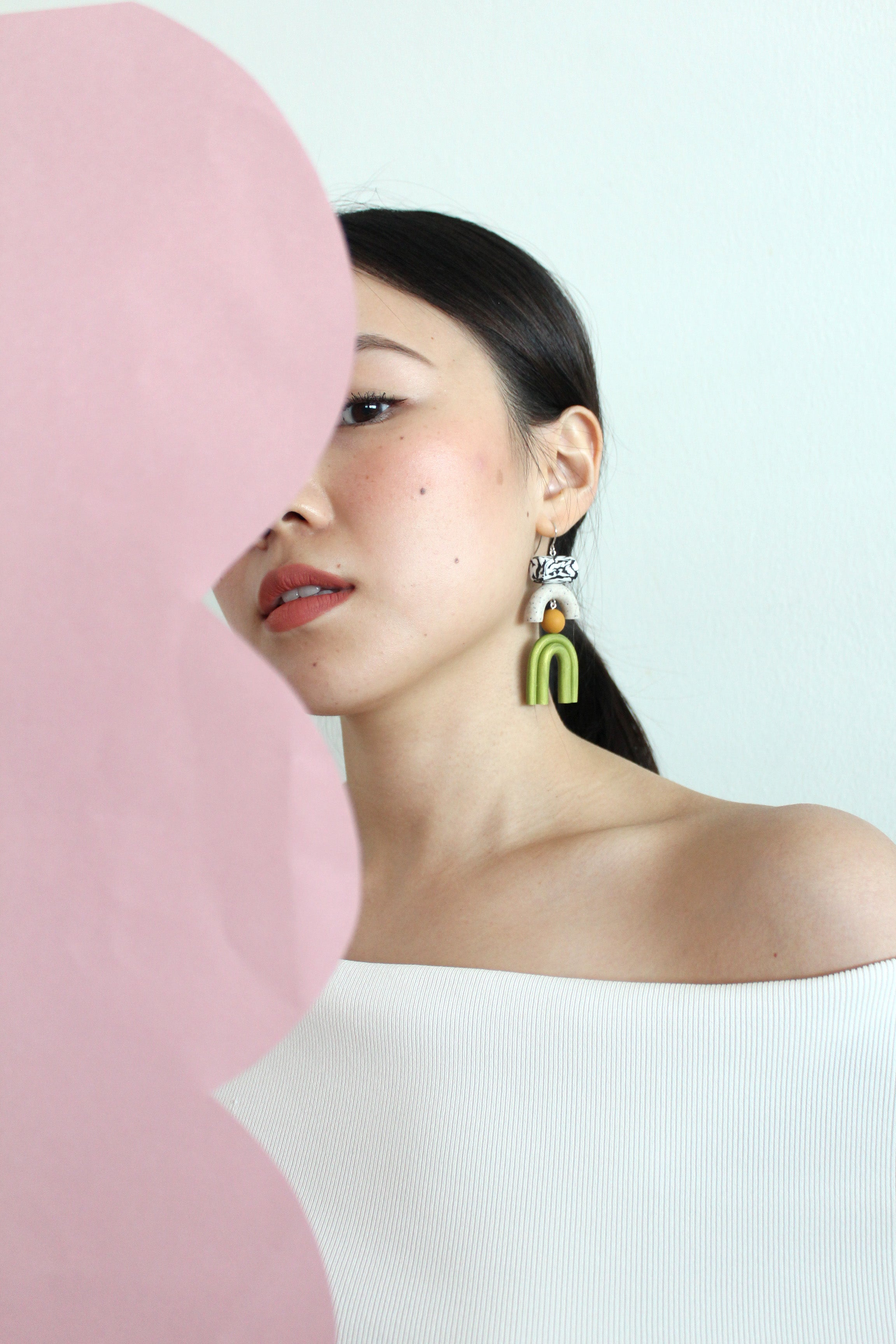 Tsunja asymmetrical geometric earrings made of polymer clay, Bowie earrings in green with silver hook