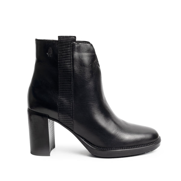 ARIANNA PLAIN BLACK LEATHER