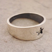 Load image into Gallery viewer, Tapered Sterling Silver cutout Star Ring