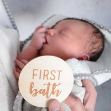 Load image into Gallery viewer, newborn baby having first bath gift plaque