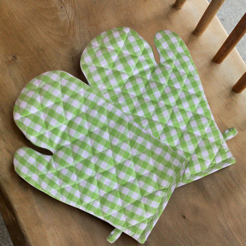 Lushomes Green Small Checks heat resistant Oven Glove, Pack of 2 (Size 17 x 32 cms, 2 pc Set)