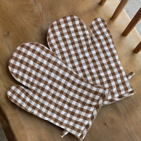 Lushomes Brown Small Checks heat resistant Oven Glove, Pack of 2 (Size 17 x 32 cms, 2 pc Set)