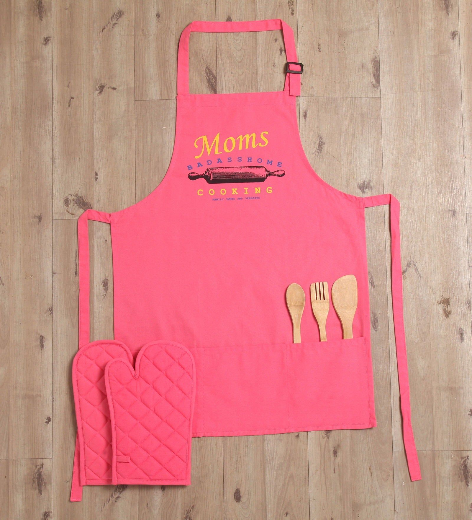 Lushomes Cotton Witty Pink Moms Cooking Apron Set (1 Apron & 2 Oven Mittens)