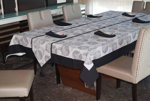 Lushomes Geometric Printed 6 Seater Small Table Linen Set - Lushomes