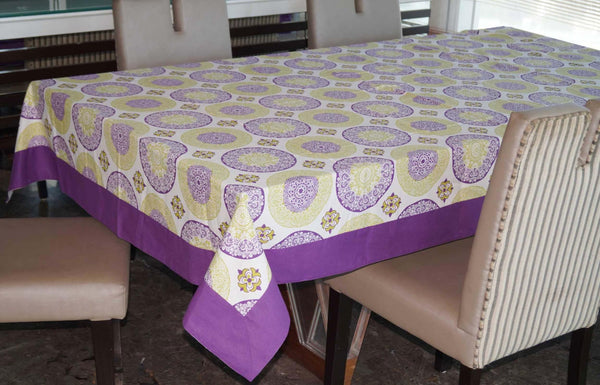 Lushomes 4 Seater Bold Printed Table Cloth - Lushomes