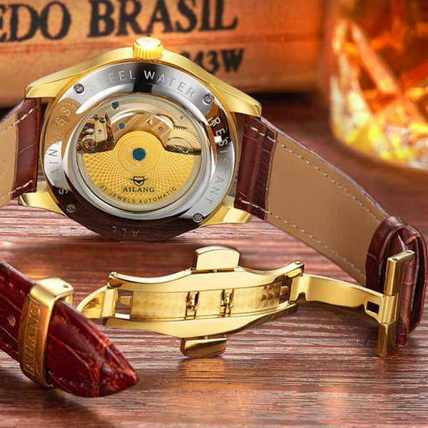 "Leather Band of ""Vanderbilt"" Horse Luxury Watch on Wood Background - Horse Deco Store"