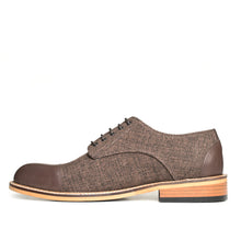 Load image into Gallery viewer, The Gentleman Shoe is made of 100% genuine cowhide leather and quality linen.  In this model, the toe and heel is brown cowhide, and brown linen covers the rest of the shoe for a classic look.  The base part is made of rubber and thermo blended first class material.
