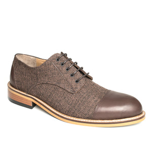 The Gentleman Shoe is made of 100% genuine cowhide leather and quality linen.  In this model, the toe and heel is brown cowhide, and brown linen covers the rest of the shoe for a classic look.  The base part is made of rubber and thermo blended first class material.