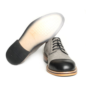 The Gentleman Shoe is made of 100% genuine cowhide leather and quality linen.  In this model, the toe and heel is black cowhide, and brown linen covers the rest of the shoe for a classic look.  The base part is made of rubber and thermo blended first class material.