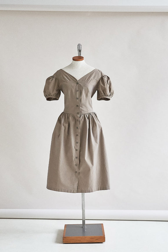 48-3 Sand-coloured chambray dress (***)