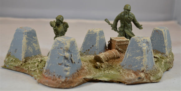 Atherton Scenics WWII Painted Tank Traps/Dragon's Teeth 702