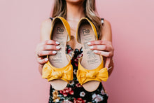 Load image into Gallery viewer, Rollasole Here Comes The Sun Bow Flats Yellow