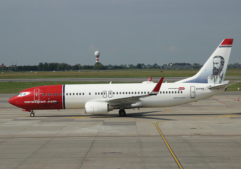 Photo Transport: Boeing 737-800 Norwegian Air International WAW - Postcards Market