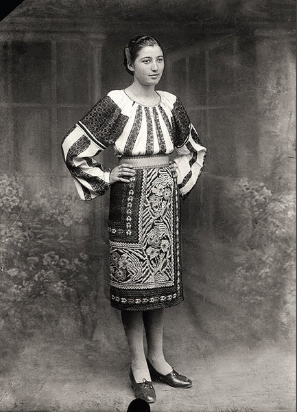 Reproduction Old Images - Women Slobozia ca. 1900 (Romania)
