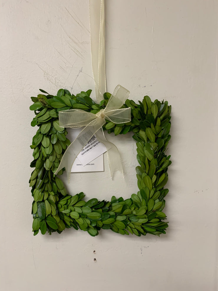 "Mills Floral 8"" Square Boxwood Wreath"