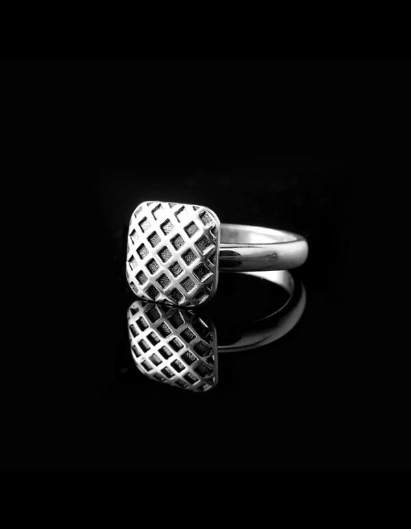 """GRID"" BABY RING"