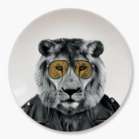 WILD DINING – LARRY LION