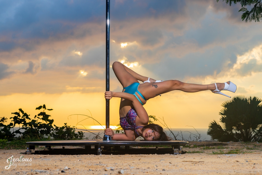 #TariSista: Eileen Woo the Pole Chick