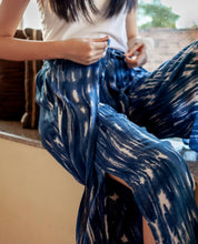 Load image into Gallery viewer, Hakama Pants Dark Blue