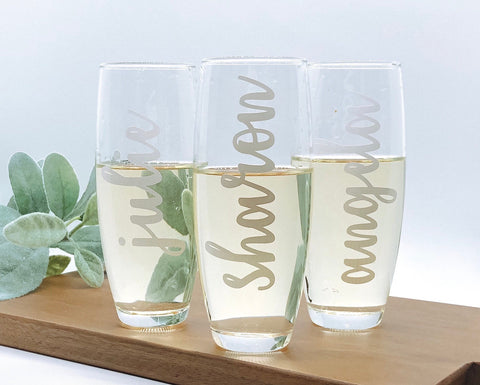 Bridesmaid champagne flutes, bridesmaid personalized gifts, bridesmaid personalized champagne flutes, bridal party champagne flutes