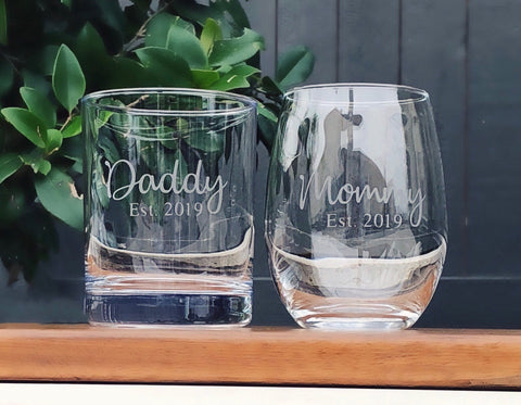Adoption gift, Gift for new Parents, mommy to be glass, new baby gift, Mommy est. , Daddy est. , Mom and Dad glasses, new parents set