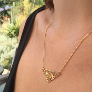 Collier triangle doré à l'or fin