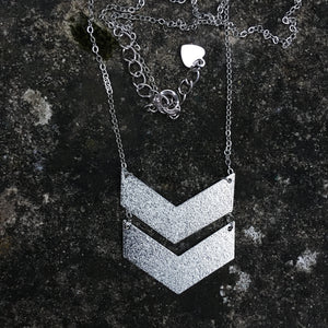 Collier triangles argentés