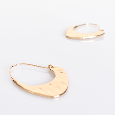 Billie Curved Beaten Metal Earrings Gold