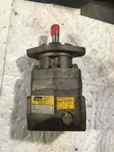 Load image into Gallery viewer, Parker M4B07510S20NB HIGH SPEED HYDRAULIC MOTOR