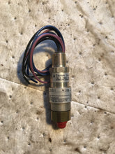 Load image into Gallery viewer, United Electric Controls 10-C11 Pressure Switch