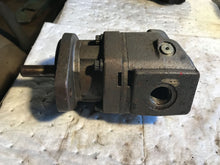 Load image into Gallery viewer, Parker M4B01510S20NV HIGH SPEED HYDRAULIC MOTOR