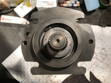 Load image into Gallery viewer, Sauer Sundstrand Danfoss HYDRAULIC PISTON PUMP 511442 23-3804DN-NAKN