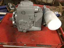 Load image into Gallery viewer, Sauer Sundstrand Danfoss Pump 34-2087 CW 02-16-80007 KC