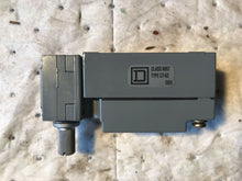 Load image into Gallery viewer, Square D Limit Switch 9007C66B2 with BA18 Roller Arm