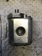 Load image into Gallery viewer, Parker PZ63ARB76S1 gear pump