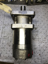 Load image into Gallery viewer, White Drive Hydraulic Motor 7001k1C85 30ZAAN 7601K1C85302AAN DT6606325N DT013992