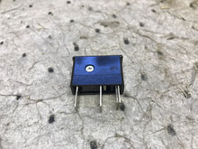 "Load image into Gallery viewer, DAITO P405 PLUG IN FUSE 0.5 A 1-1/4"" W 3/8"" D 1-3/8"" OA HIGH"