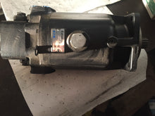 Load image into Gallery viewer, EATON HYDRAULIC MOTOR 4633 -105