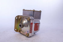 Load image into Gallery viewer, Barksdale Pressure Switch D1T-A80SS