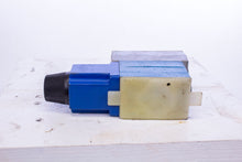 Load image into Gallery viewer, Vickers DG4V-3-2A-M-W-G-40 Directional control Valve 989762 Coil no. 989654