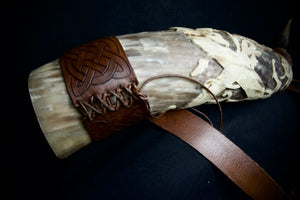 Load image into Gallery viewer, ringerike style carved icelandic horn by sigurbodi