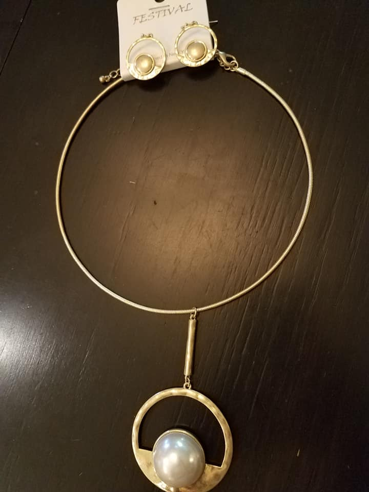 Gold Pearl Collar