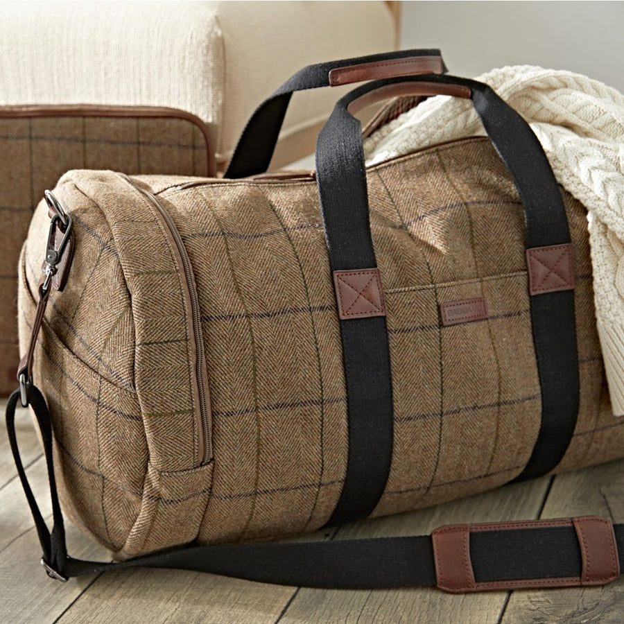 Clark Duffel Bag in Brown Tweed by Baekgaard