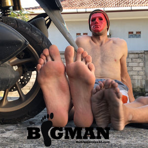 Minicat AND Bigman motorcycling- bike crushing, feet & size comp